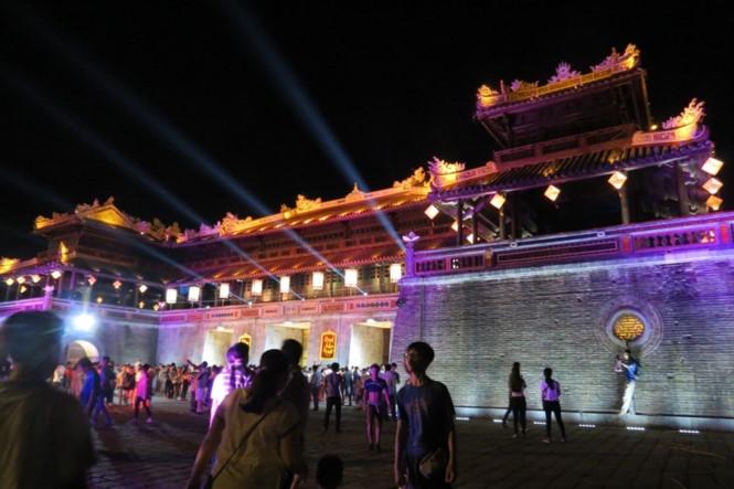 Hoàng cung Huế mở cửa về đêm sau 72 năm vắng lạnh