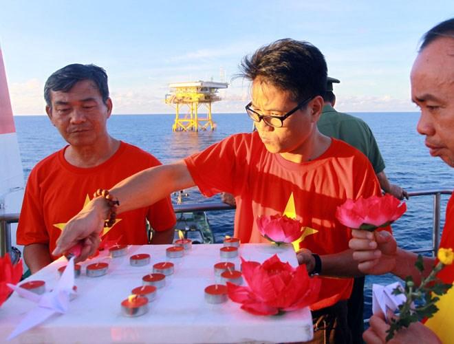 Nghẹn ngào tưởng niệm chiến sĩ hy sinh vì chủ quyền biển đảo Tổ quốc