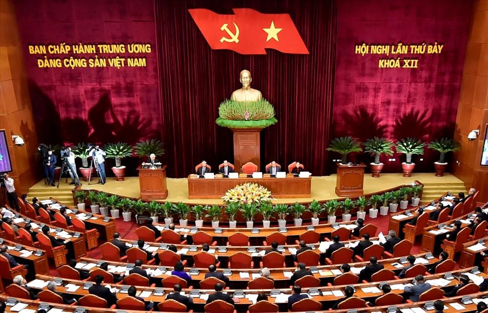 Bế mạc Hội nghị T.Ư 7: Đề cao giải pháp kiểm soát quyền lực, chống chạy chức quyền