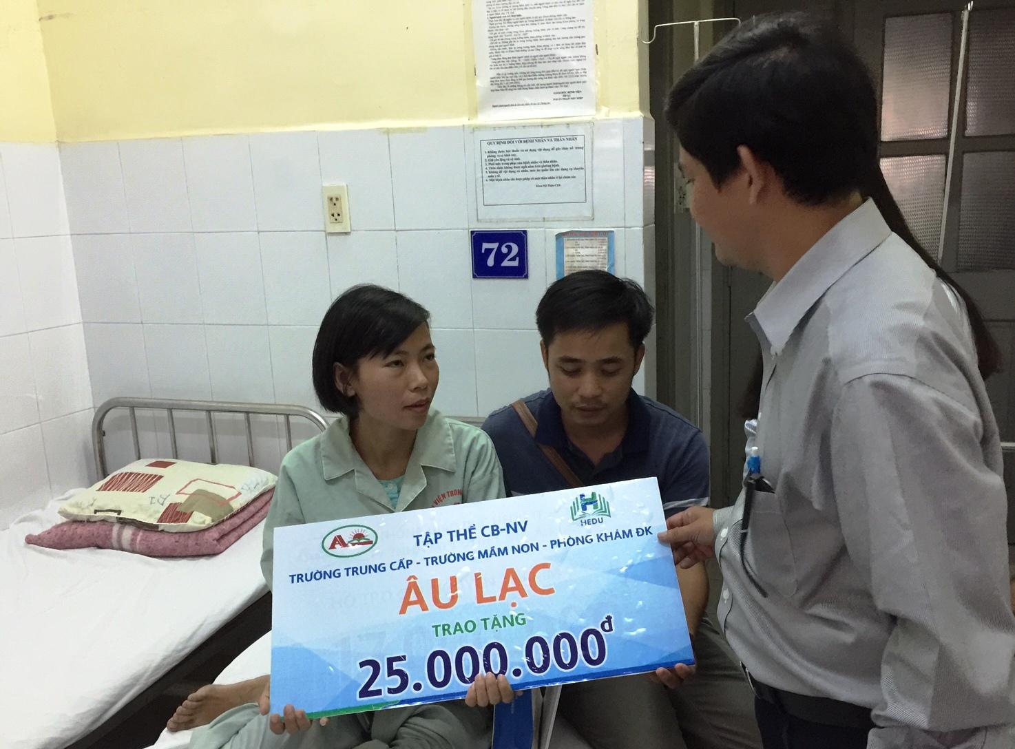 Trao 193 triệu đồng hỗ trợ ghép thận cho cô giáo Nguyễn Thị Kim Oanh