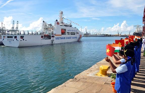 Những khoảnh khắc tàu Cảnh sát biển Việt Nam lần đầu đến thăm Ấn Độ