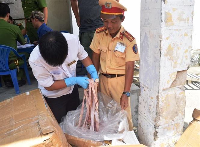 Huế: Kiểm tra xe vi phạm phát hiện hơn 1,6 tấn nội tạng không xuất xứ