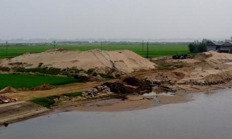 Phản hồi 'Bãi tập kết cát trái phép 'uy hiếp' đập Thảo Long' ở TT - Huế: Xử phạt hành chính, xóa bãi tập kết cát trái phép