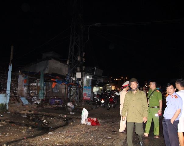 Mưa to, sấm sét làm sập nhà, 3 người trong 1 gia đình bị thương