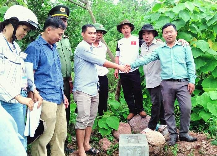 Bàn giao mốc địa giới hành chính giữa Thừa Thiên Huế và Quảng Trị