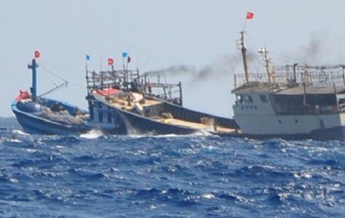 Tàu cá Việt Nam bị tàu Trung Quốc bắn trên biển, 4 thuyền viên bị thương nặng