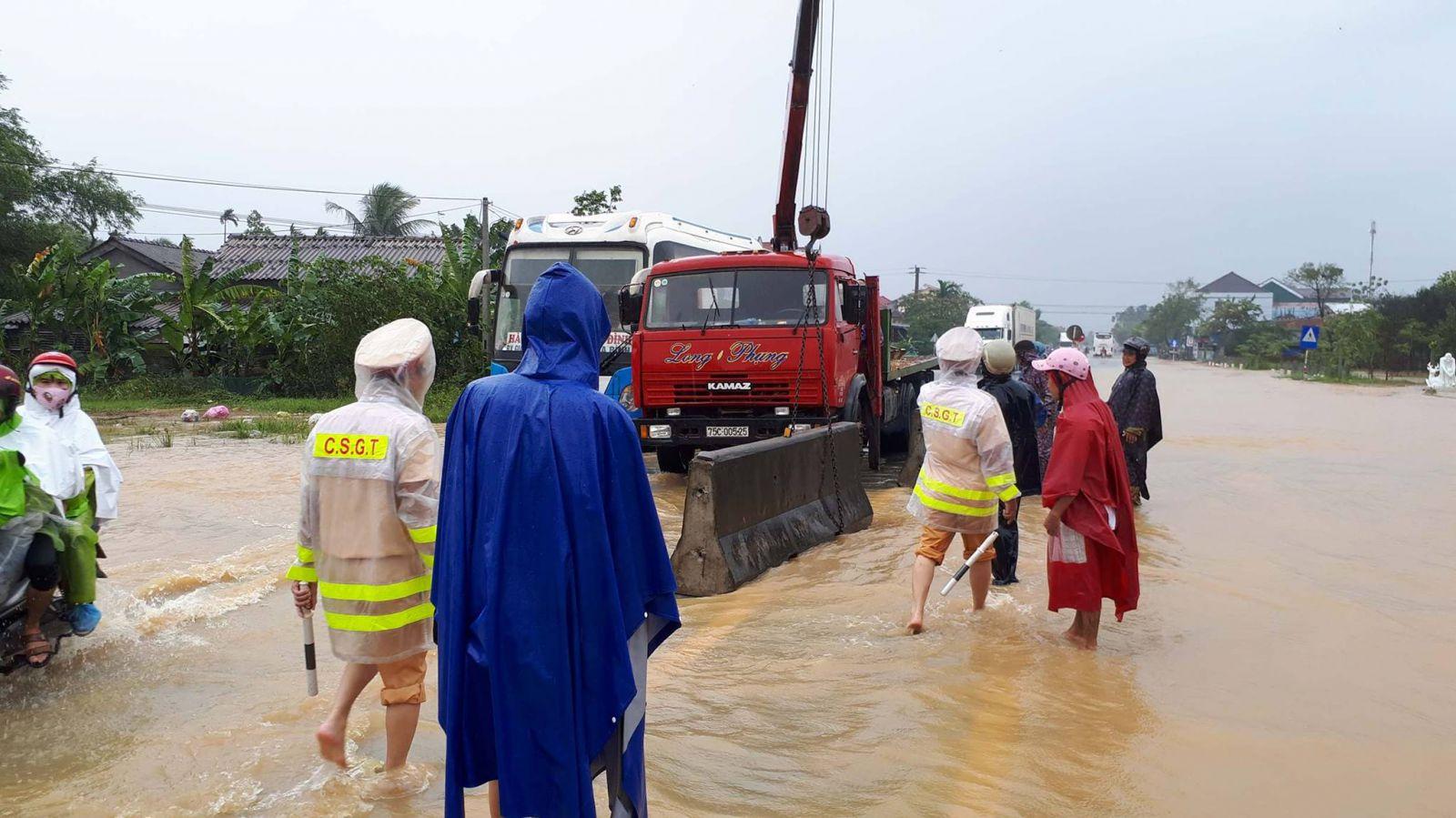 Mưa lớn, nhiều nơi bị ngập
