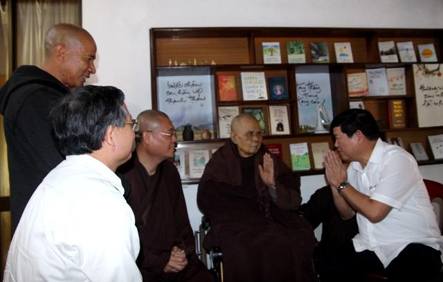 Phó Trưởng ban Tôn giáo Chính phủ Bùi Thanh Hà thăm Thiền sư Thích Nhất Hạnh
