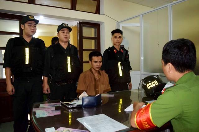 Cảnh sát cơ động kịp thời phát hiện, bắt giữ nam thanh niên trộm tài sản