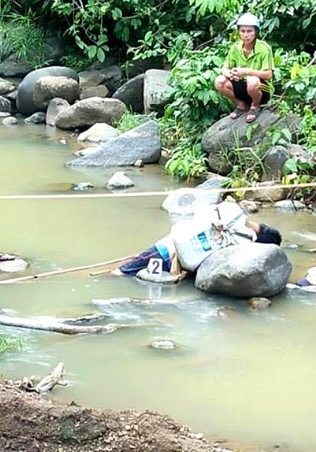 Phát hiện một người đàn ông tử vong dưới suối