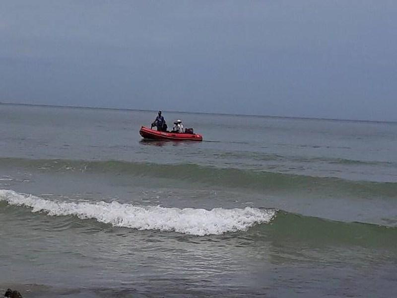 Thừa Thiên Huế: Tìm thấy thi thể học sinh bị sóng biển cuốn trôi