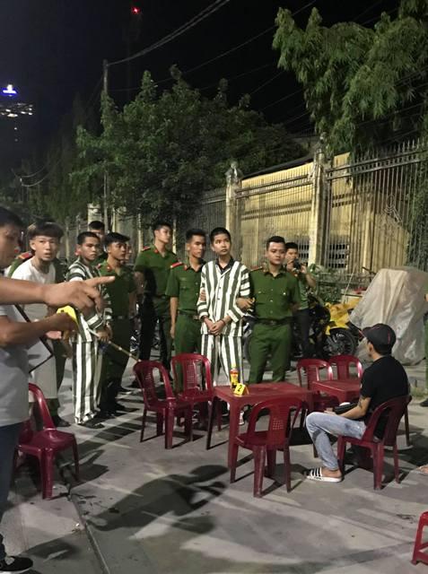 """Thực nghiệm hiện trường vụ """"Đang nhậu, một thanh niên bị đâm tử vong"""" ở đường Lê Quý Đôn"""