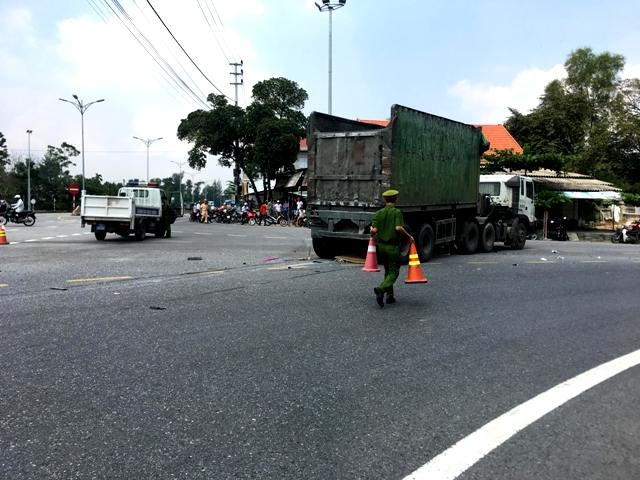 Một phụ nữ tử vong sau va chạm với xe ô tô tải