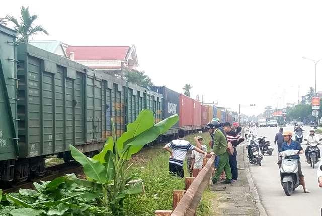 Va tàu hỏa, một phụ nữ bị thương nặng
