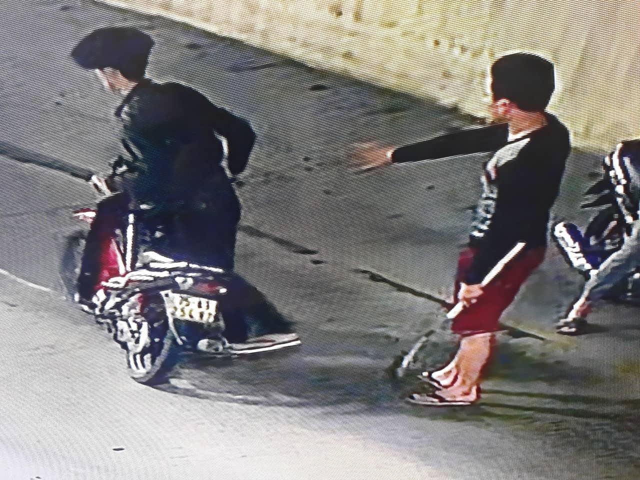 Vụ nhóm thanh niên tấn công xe tải trong hầm: Thu giữ hung khí và xác định biển kiểm soát 1 trong 3 xe máy