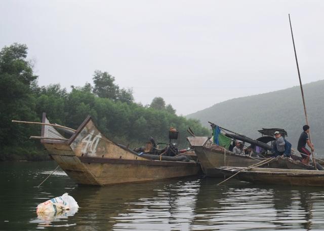 Đã xử lý 20 đối tượng khai thác cát, sạn trái phép trên sông Bồ