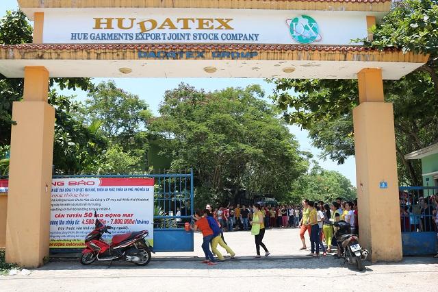 Hudatex hứa sẽ giải quyết đầy đủ các chế độ, quyền lợi của công nhân