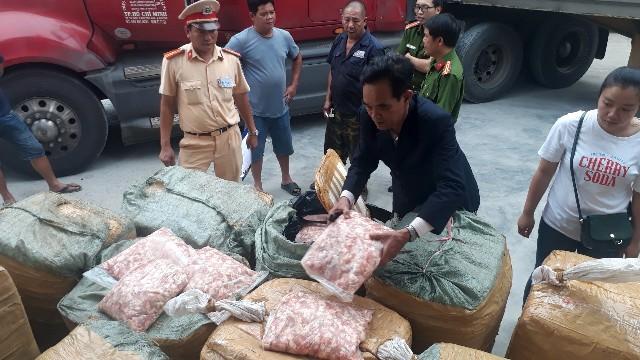 Phát hiện 1,5 tấn sụn gà không rõ nguồn gốc