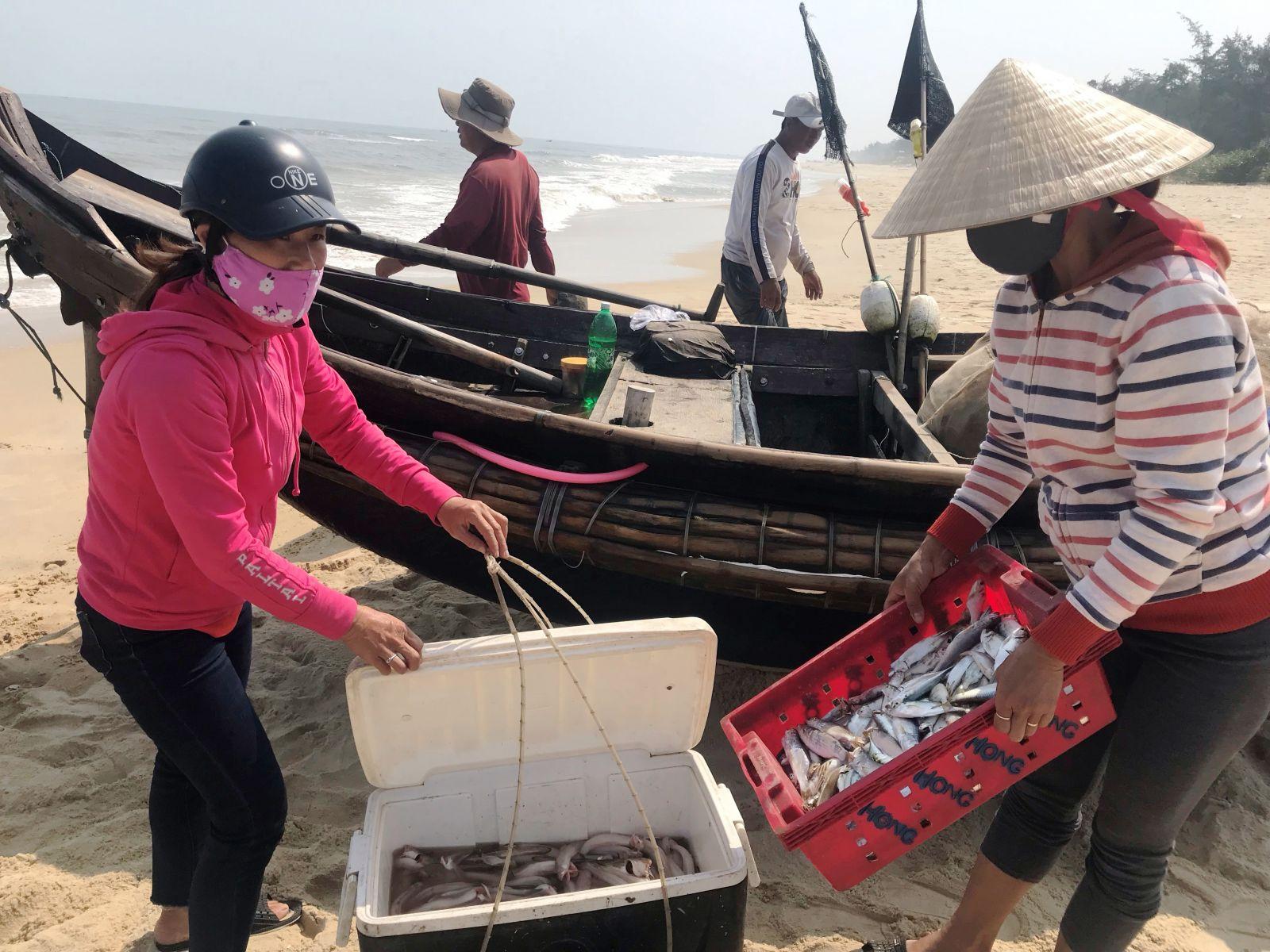 Ngư dân Phú Diên trúng lộc biển đầu năm