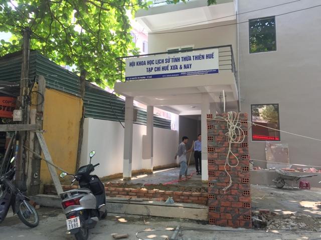 Vụ việc đập bỏ cổng, di dời bảng hiệu Hội Khoa học Lịch sử tỉnh và Tạp chí Huế Xưa & Nay: Hai bên đều khẳng định sẽ giải quyết đúng theo pháp luật
