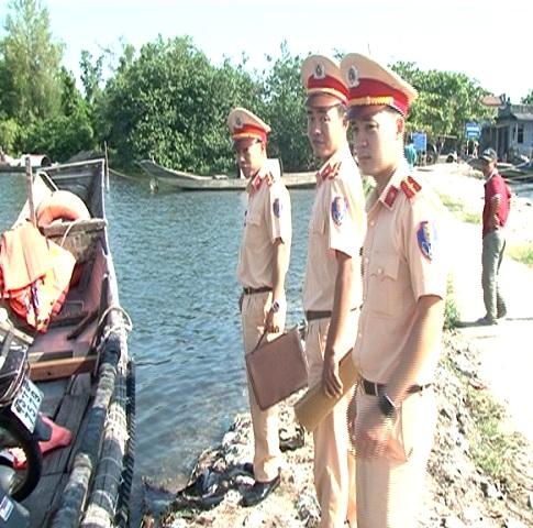 Siết chặt quản lý giao thông đường thủy nội địa tại bến đò Cồn Tộc – Vĩnh Tu