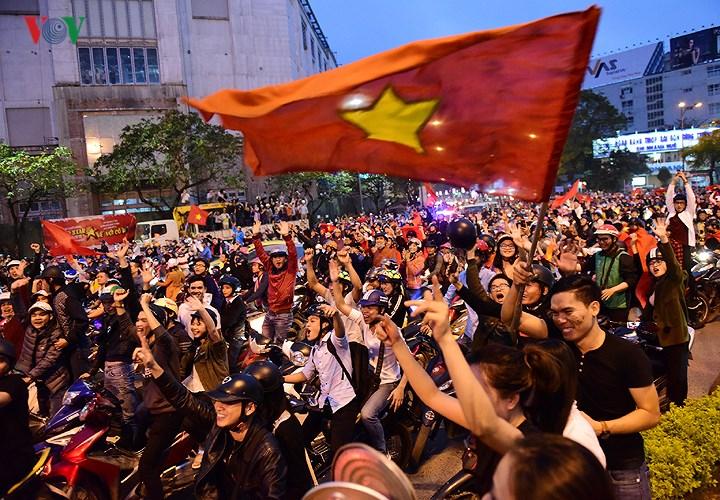 """Huế """"bùng nổ"""" cùng chiến thắng của U23 Việt Nam"""