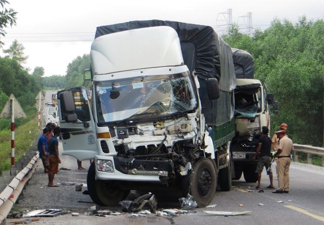 2 xe tải cùng xe đầu kéo gây tai nạn liên hoàn trên đường tránh
