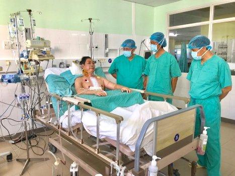 Rửa trái tim hiến tặng trên đường chuyển từ Hà Nội vào Huế ghép cứu người
