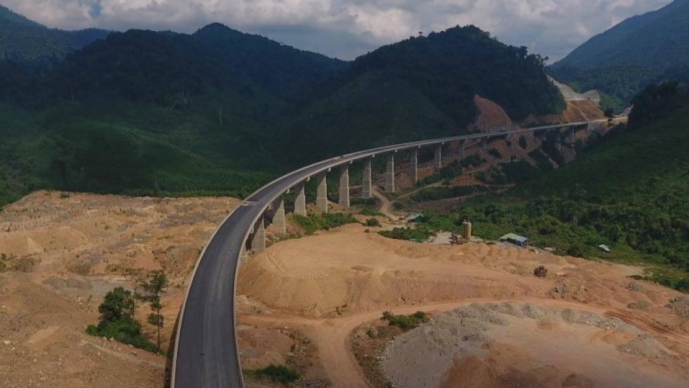 Cận cảnh tuyến cao tốc nối Huế - Đà Nẵng