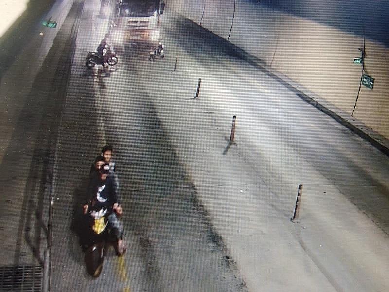 Nhóm người chặn, đập xe tải ở hầm Phước Tượng