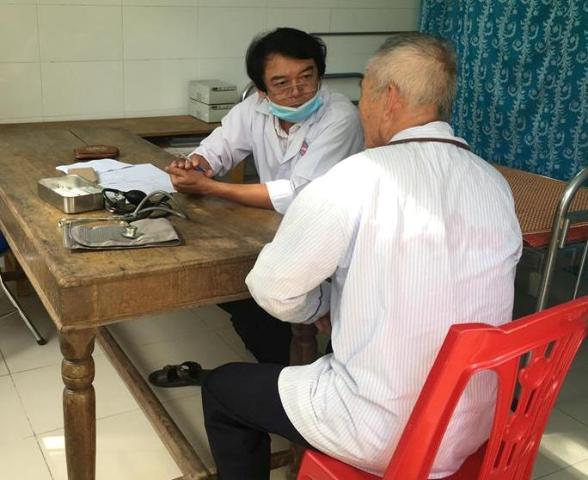Khám, cấp thuốc miễn phí cho hơn 150 người nghèo và gia đình chính sách