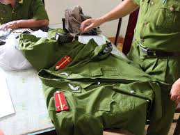Làm rõ phản ánh tình trạng mua bán trái phép quân trang, quân dụng