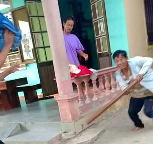 Huế: Trưởng thôn bị 'cát tặc' đến nhà đe dọa, rượt đuổi đánh