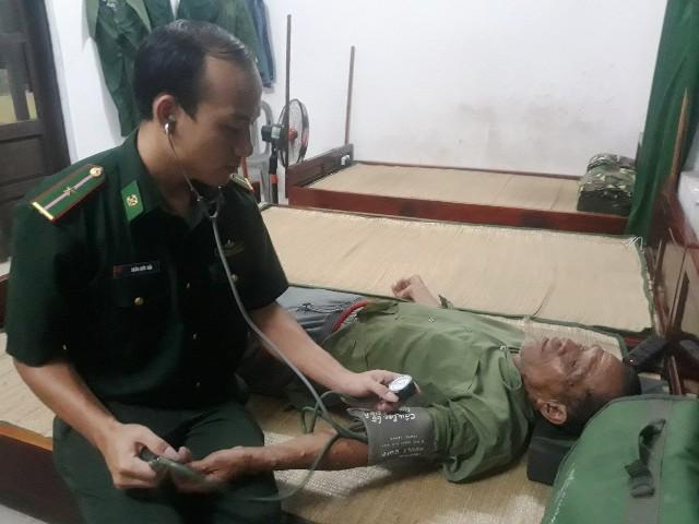 Cứu 9 ngư dân bị chìm tàu ở cửa biển Thuận An