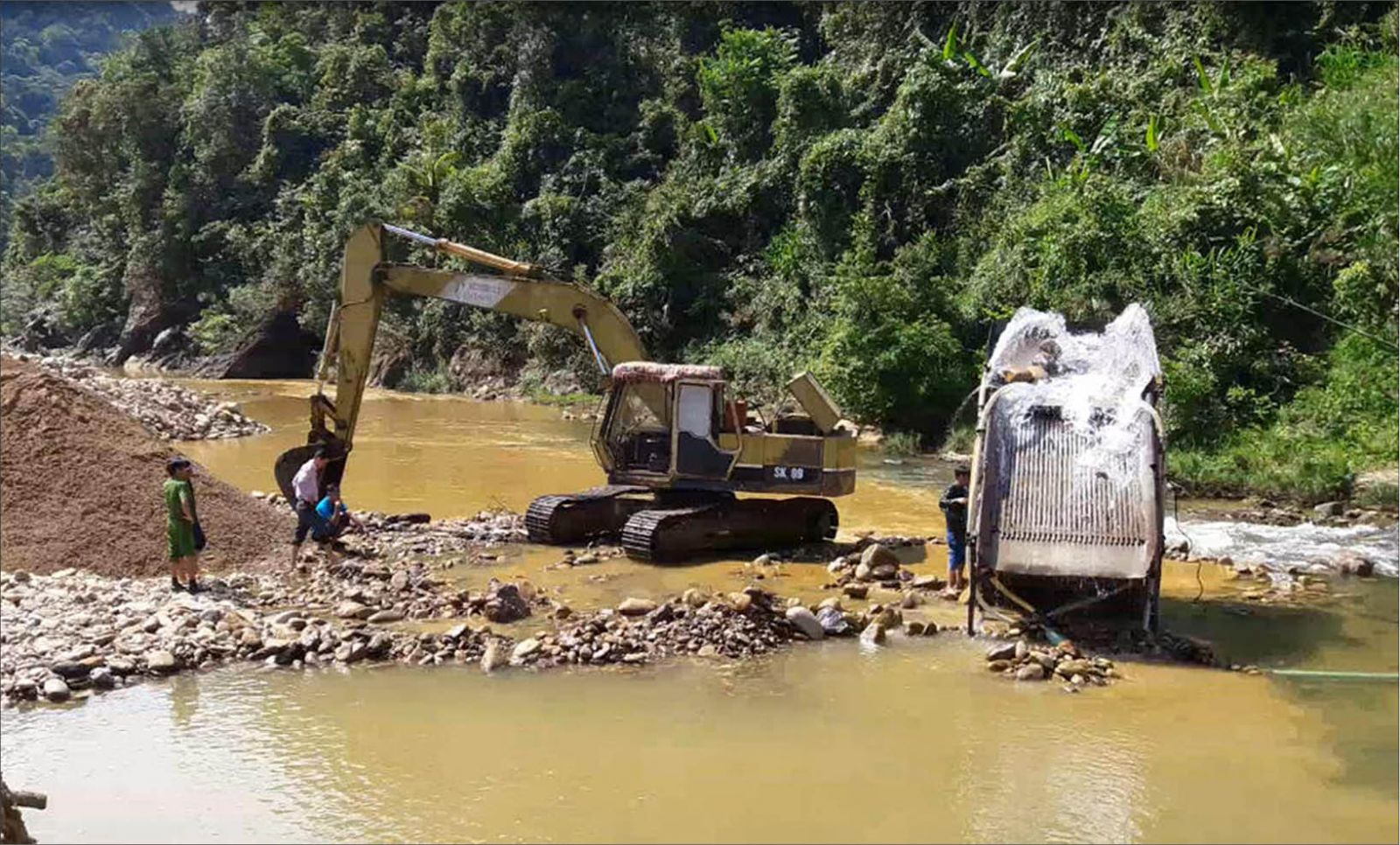 Khai thác cát, sỏi phục vụ xây dựng Thủy điện A Lin B1: Cấp mỏ một đường, khai thác một nẻo