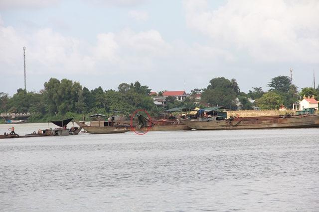 Vẫn khai thác cát trở lại ở bãi bồi Lương Quán