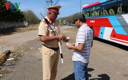 Hôm nay (21/1), bắt đầu tổng kiểm soát xe tải và xe khách trên cả nước