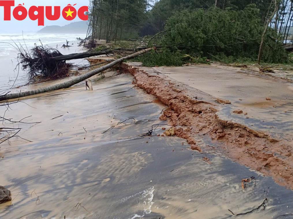 Thừa Thiên - Huế: Người dân lo âu vì bờ biển sạt lở nghiêm trọng