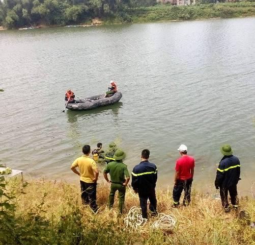Nỗ lực tìm kiếm người đàn ông nhảy sông Bồ