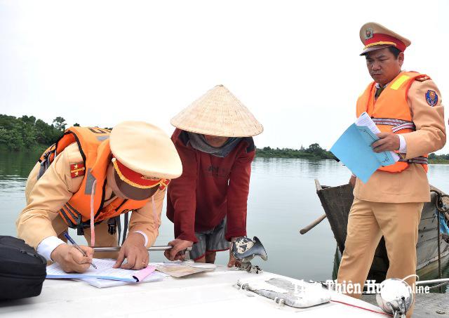 Siết chặt quản lý khai thác cát sỏi trên sông