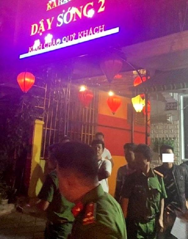 Phát hiện 25 thanh niên nam nữ phê ma túy trong quán karaoke