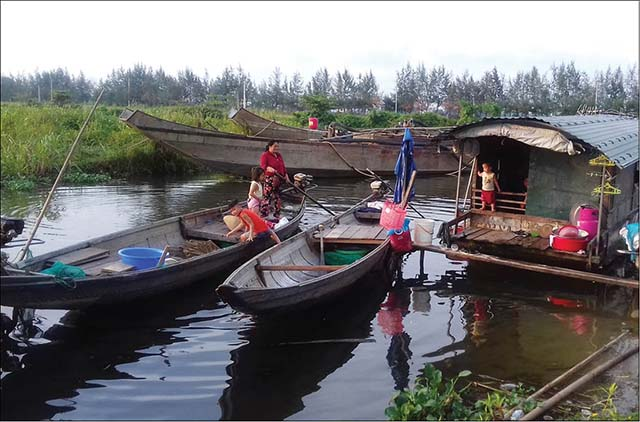Thủy Phú mong sớm được định cư