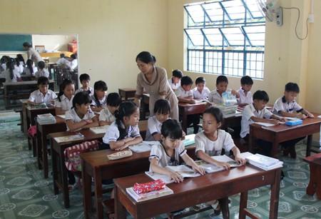 Xử phạt giáo viên dạy thêm với học sinh tiểu học: Sẽ xem xét lại!