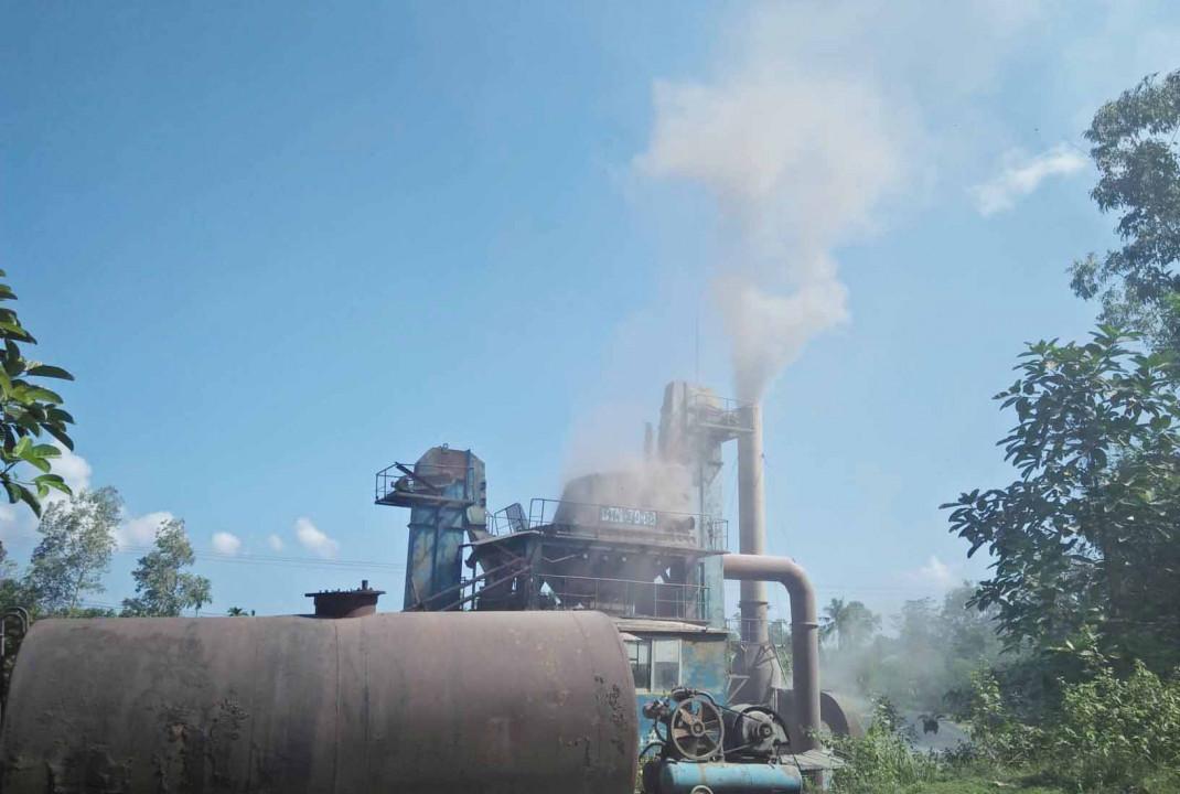 """Thừa Thiên Huế: Trạm trộn bê tông nhựa nóng """"tra tấn"""" khu dân cư"""