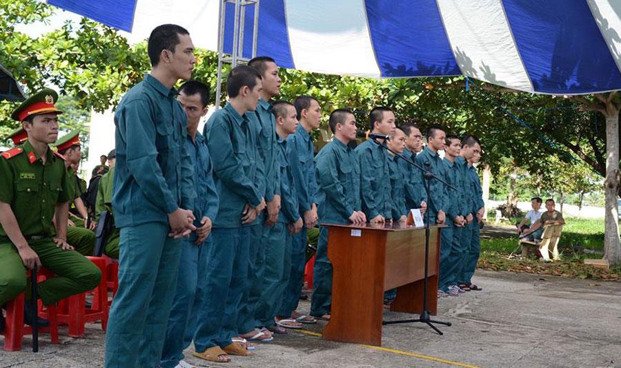 15 thanh niên tấn công trụ sở cảnh sát ở Bình Thuận lãnh án