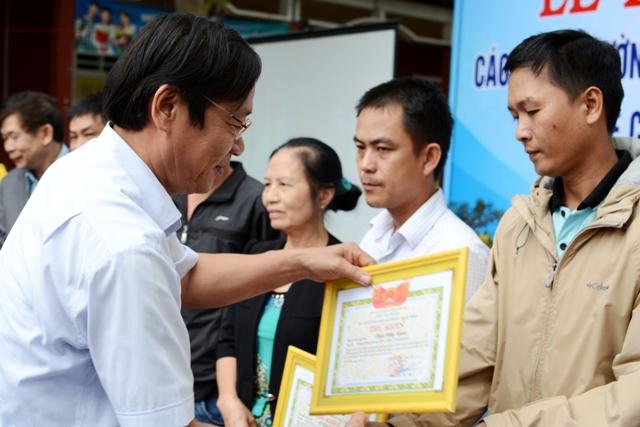 Khen thưởng 112 gia đình, hộ kinh doanh tích cực trong lập lại trật tự đô thị