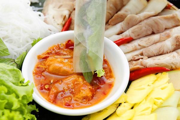 Ở Huế có một loại đồ chấm với thịt luộc cực ngon, bảo đảm ai ăn một lần cũng mê mẩn