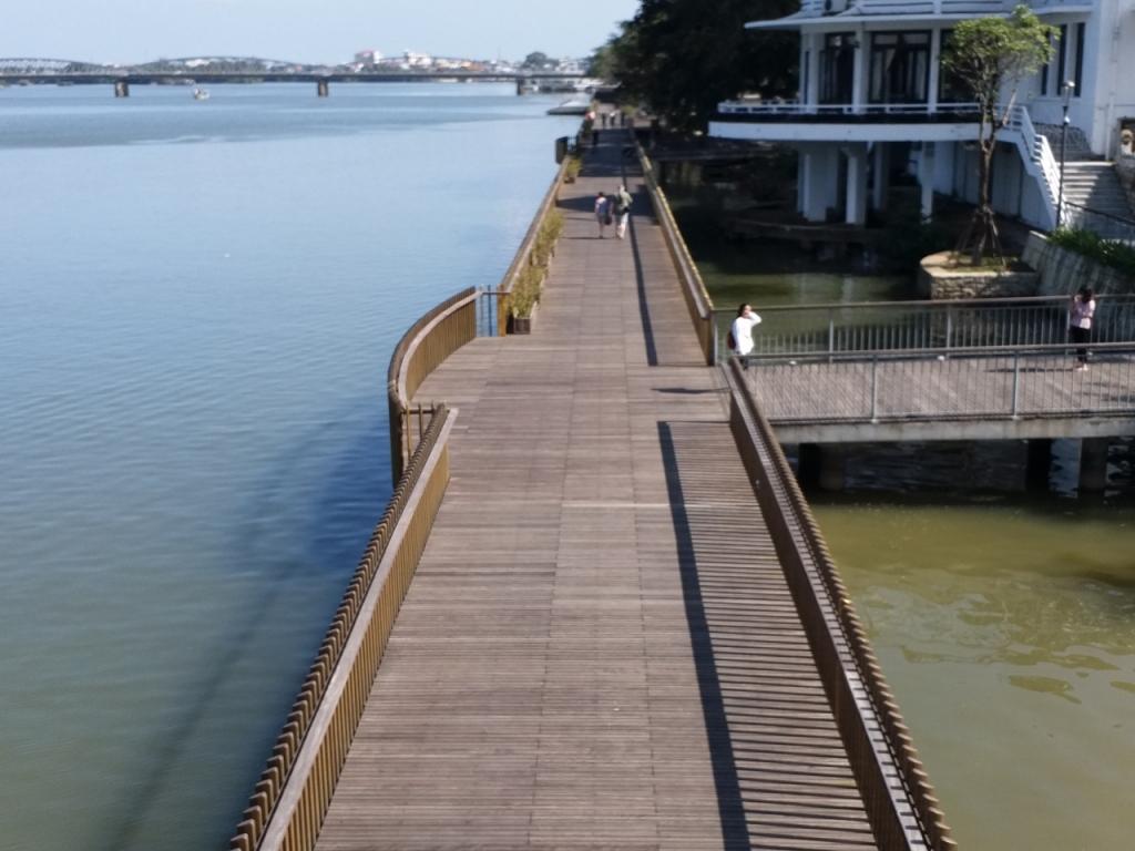 Cận cảnh cây cầu gỗ lim nức tiếng ở Cố đô Huế trước ngày khánh thành