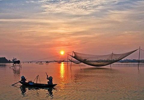 Về Huế ngắm vẻ bình yên trên phá Tam Giang