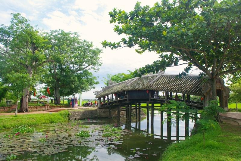 Cầu ngói Thanh Toàn, bức tranh yên bình xứ Huế